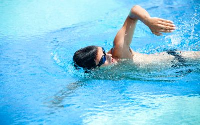 zwemmen van de borstcrawl