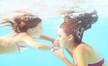 Zelf zwemles geven door moeder